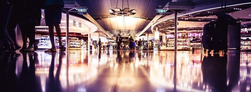 Interior de uno de los mejores aeropuertos del mundo.
