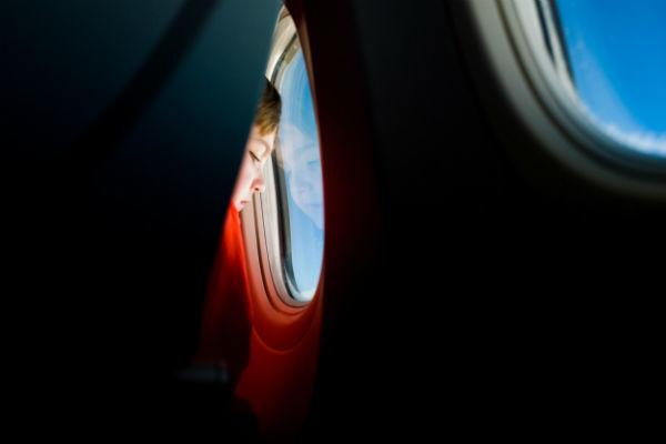 Vauvan kanssa ulkomaille lentokoneella.