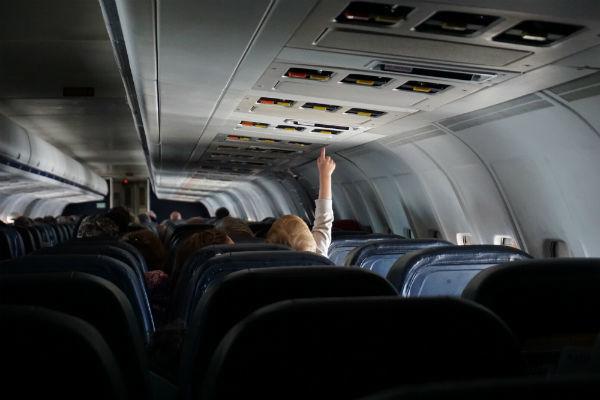 Vauvan kanssa matkalle lentokoneella.
