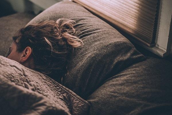 Ajustar os ciclos de sono é uma forma de evitar o jet lag