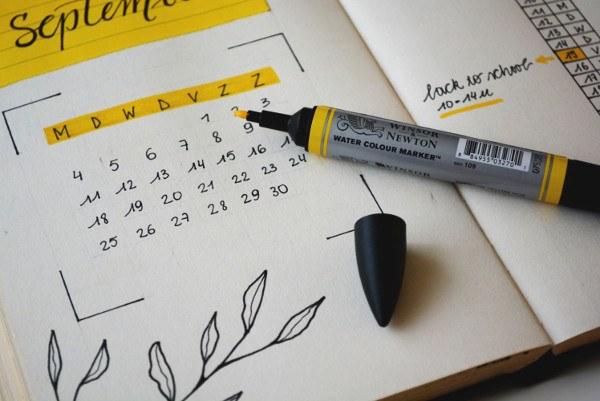 agenda con un calendario