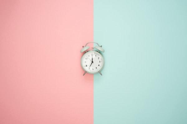 Sæt uren til lokal tid og slip for jetlag