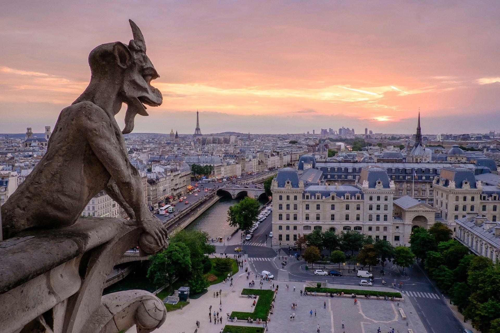 Vue du ciel de Paris et de ses lieux insolites