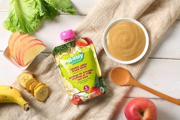 Comida de bebé, sumo e fruta.