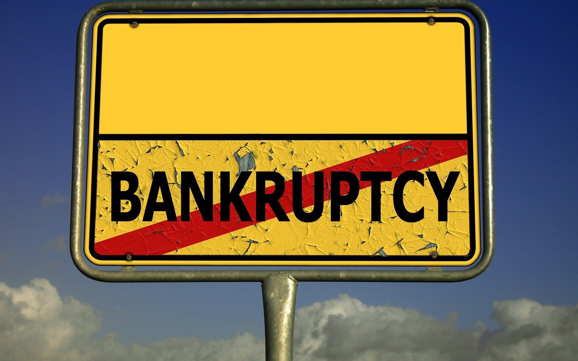 Yellow sign saying BANKRUPTCY