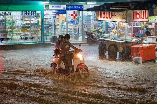 Couple braving the flood